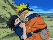 Naruto trata de convencer a Sasuke para que vuelva a la aldea
