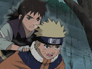 Idate sur le dos de Naruto