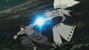 Sasuke corta en dos a Madara