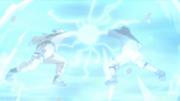 Naruto y Sasuke chocan sus ataques