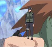 Hizashi atrapado en el puño de Chōji