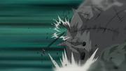Isobu repele y a la vez golpea a Madara