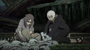 Suigetsu y Karin ayudan a Tsunade