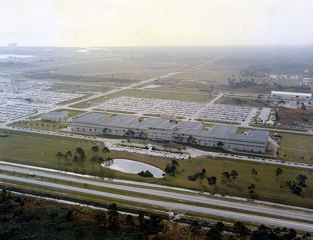 File:784px-Kennedy Space Center Headquarters.jpg