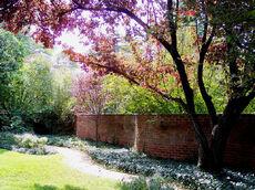 Lovia - Thomas Jefferson Park - 800px-Serpentine Wall