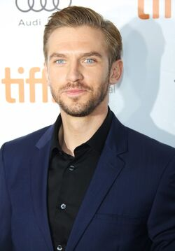 Dan-stevens-2013-toronto-international-film-festival-02