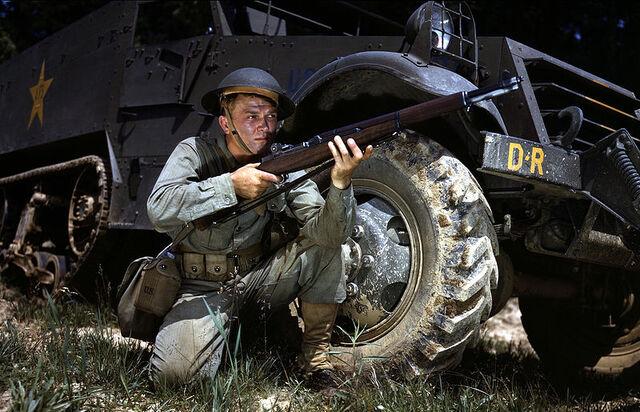 File:Infantryman in 1942 with M1 Garand Fort Knox KY.jpg