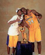 Kobe-bryant-2000-nba-finals-championship-trophy-with-shaq