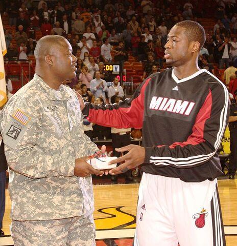 File:Dwyane Wade HOMEStrong Program Pregame March 2, 2009.jpg