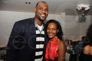 941596Lebron-Gloria-James1