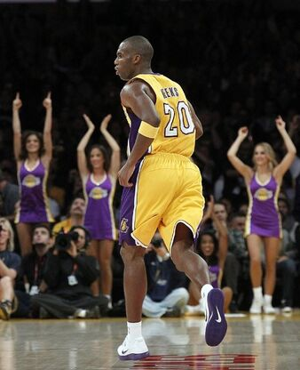 La-lakers-nuggets-pictures-20121130-004
