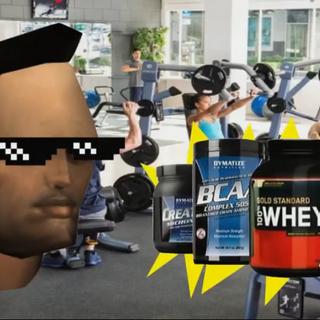 En el gimnasio, con lentes y proteina