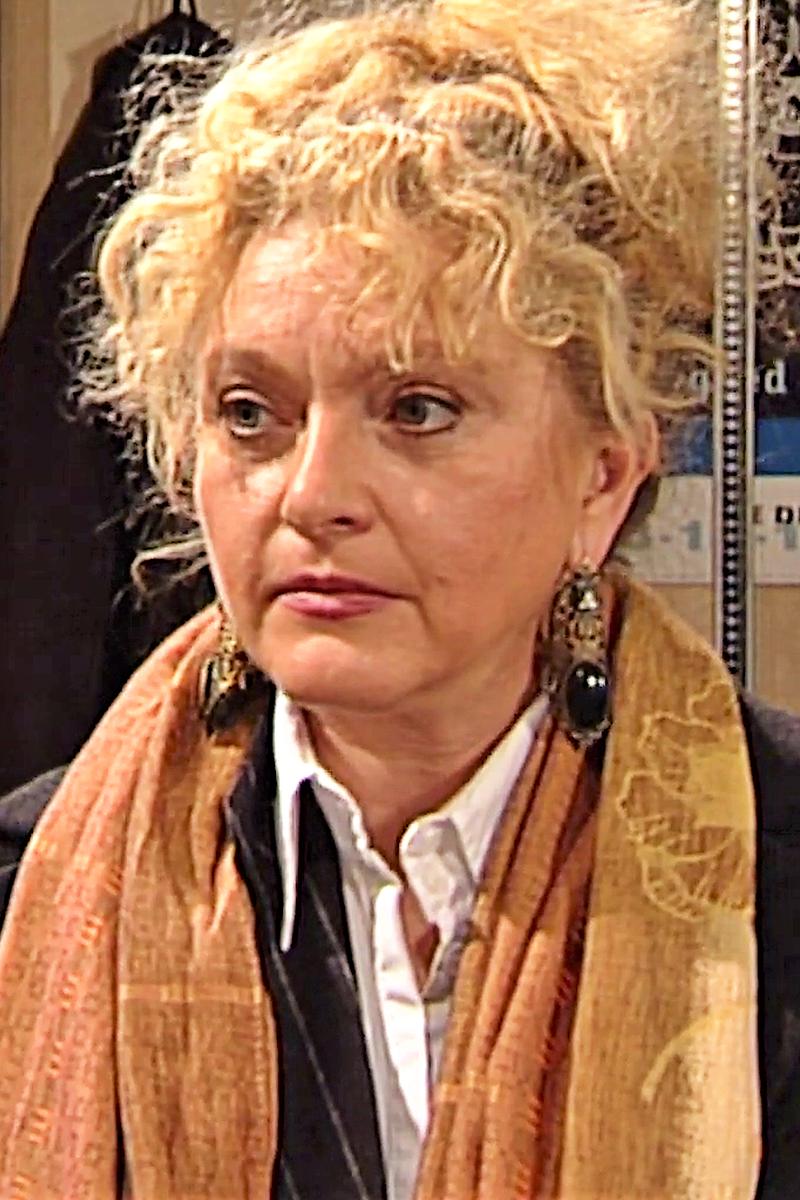 Claire Portret S09