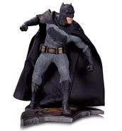 Batman-v-Superman-Dawn-of-Justice-statue-2