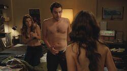 1x04-Naked-new-girl-26547948-1280-720