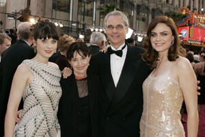 Zooey-Deschanel-At-The-77th-Academy-Awards-24of24