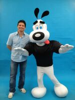 Butch Hartman with Dudley walk around character