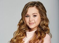 Brec-Bassinger-photo-e1449690490720