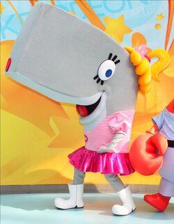 Pearl Krabs walk-around character
