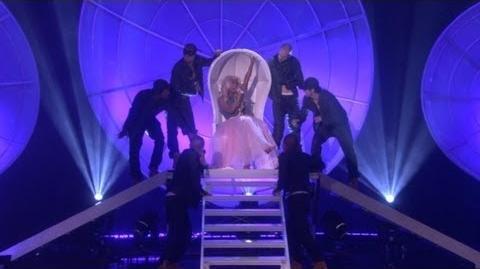 Nicki Minaj Does a Medley!