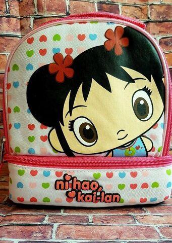 """File:Nickelodeon Lunch Bag Kai-Lan """"Hello Kai-Lan"""" Printed on the Front.jpeg"""