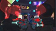 Красный 29 и его напарник смотрят друг на друга