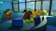 Дети в аквариуме