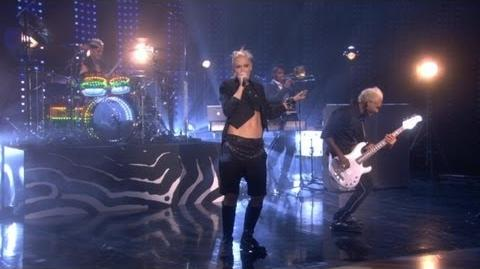 No Doubt's New Song, 'Looking Hot'