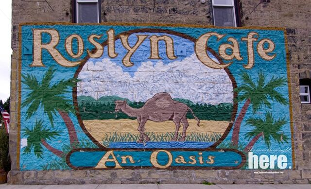 File:Roslyn-Cafe-Sign.jpg