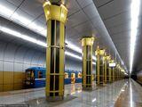Золотая Нива(станция метро)