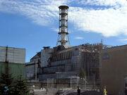 車諾比核電廠4號機與覆蓋在上面的石棺