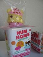 Num-noms-opened-blind-packs-cups-series-1-nana-berry-127-scented-lip-gloss-new-f82e6cc113ff70f05d7d208dc04d78ca