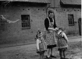 Margreta mit zwei ihrer Kinder