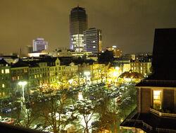 Wilhelmsplatz bei Nacht