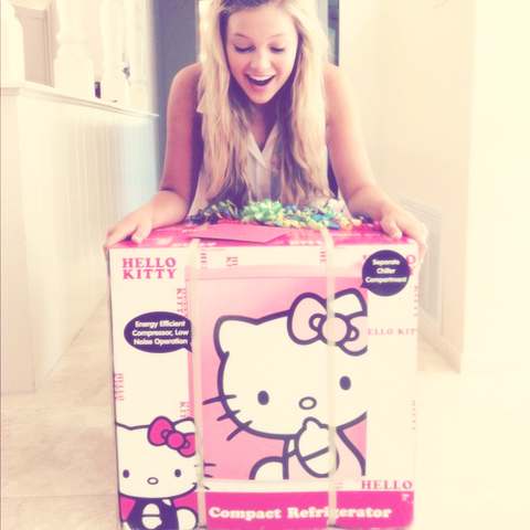 File:OliviaHelloKitty.png