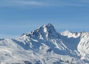 Snowy-mountain-range-small