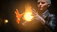 5x07 feu flamme de Prométhée mains Emma Dark Swan Ténébreux Ténébreuse Cygne Noir