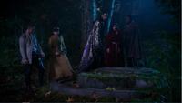 5x10 David Nolan Mary Margaret Blanchard Merlin Regina Mills Lancelot arrivée caveau ténébreux forêt découverte désespoir
