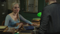4x06 Elsa livres recherches bibliothèque de Storybrooke Belle French Gold
