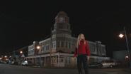 4x16 Storybrooke grand-rue rue principale tour de l'horloge Emma Swan