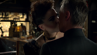 6x06 Méchante Reine dissociée M. Gold baiser amour attirance boutique d'antiquités