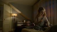 6x20 Emma Swan jeune enfant chambre lit enregistrement microphone