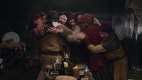 1x16 Blanche-Neige sept nains Grincheux Prof Joyeux Simplet Atchoum Dormeur Timide étreinte chaumière