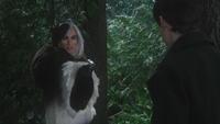 4x18 Cruella d'Enfer pistolet menace Henry Mills forêt Storybrooke