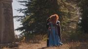 5x09 Merida Roi Ours Fergus pierre tombale tombe embrassade câlin adieux