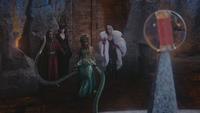 4x12 Rumplestiltskin Maléfique Ursula Cruella d'Enfer obstacle tentacules Sort noir Malédiction Mont Chauve