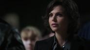 1x05 Regina Mills regard colère nuit