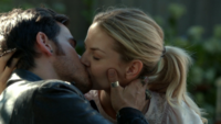 6x03 Killian Jones Emma Swan baiser décision emménagement