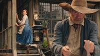 La Belle et la Bête film Disney 2017 Maurice départ voyage marches escalier entrée maison mini