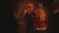 5x13 Hadès Emma Swan crochet doigt menace